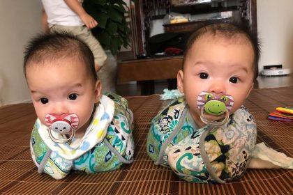Những em bé sinh đôi mặc Nhộng chũn: cưng xỉu!!! 4