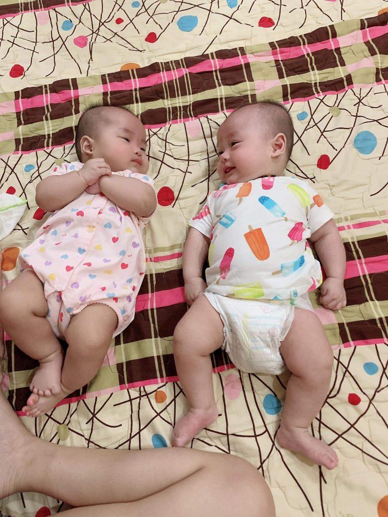 Bé sinh đôi tự ngủ như thế nào? Chuyện nhà mẹ Vân Anh 2