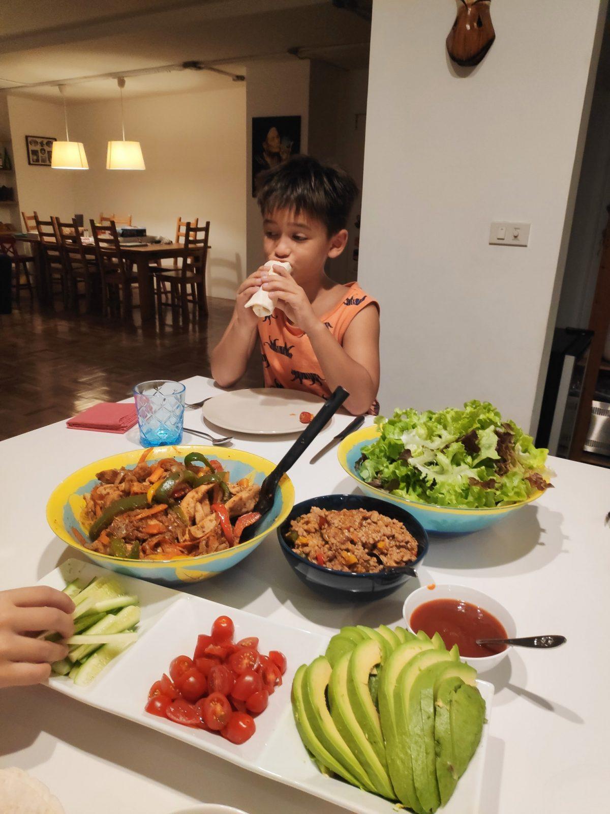 Kỉ luật bàn ăn sau 1 tuổi 1